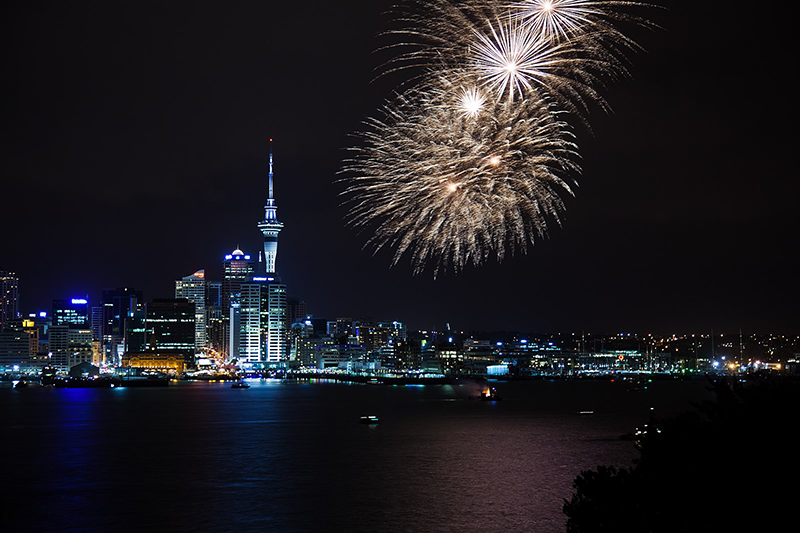 1600px Auckland Anniversary Day firework 2011 - Best Kiwi Casino Software