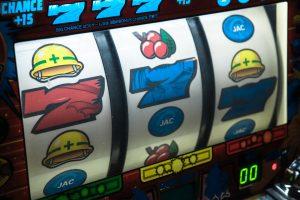 online slot 300x200 - online-slot.jpg